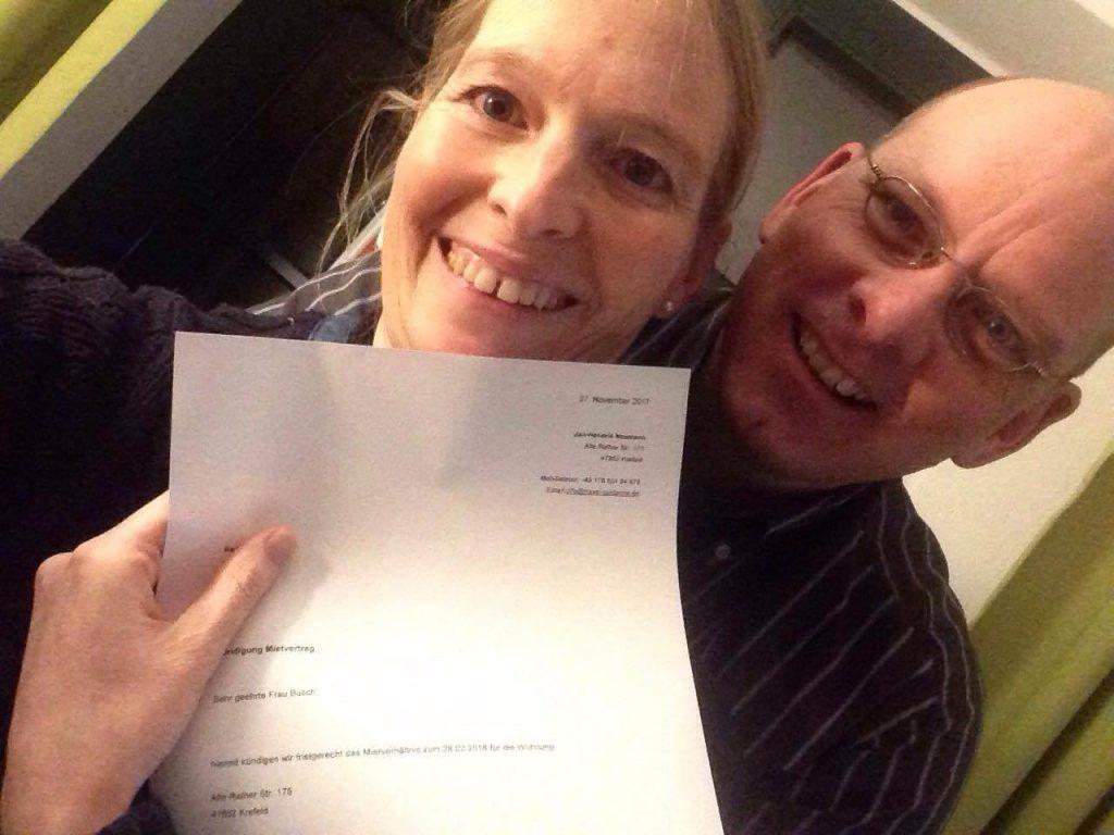 Silke und Jan mit Brief