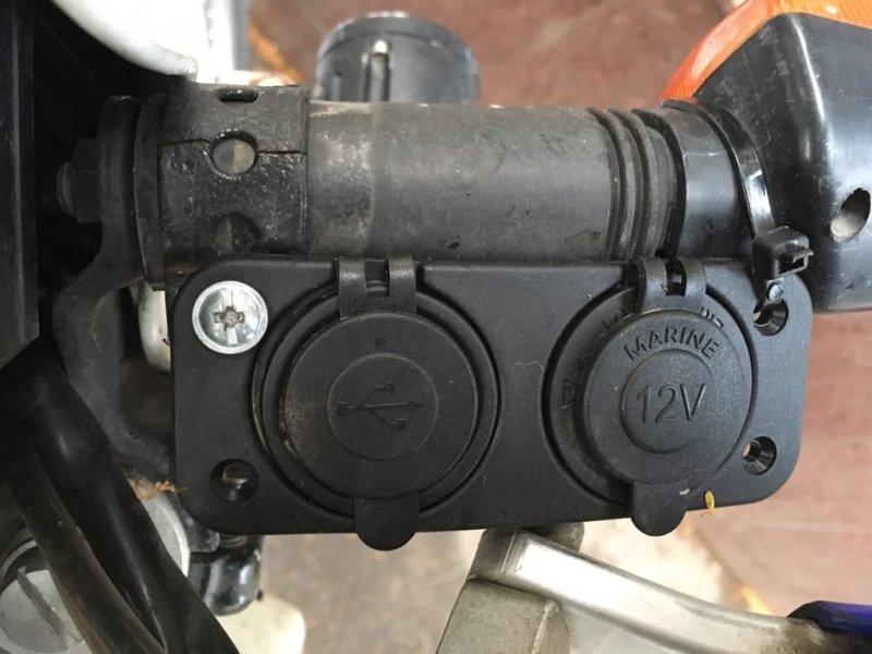 Motorrad USB Steckdosen und eine Zigarettenanzünderbuchse