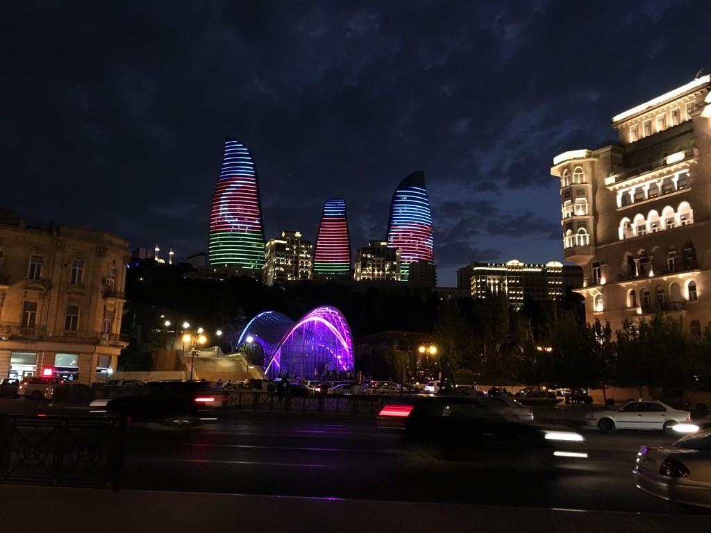 Schlammvulkane, Feuer und Glitzerwelt: Baku