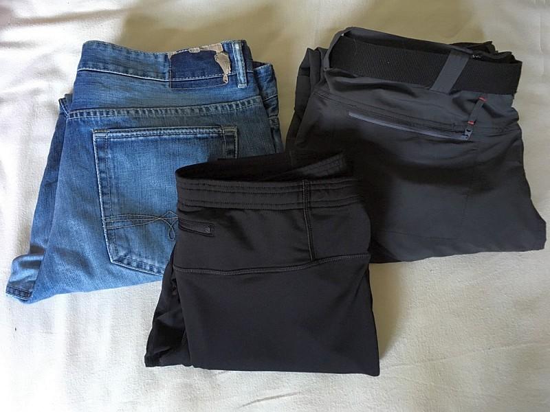 Outdoorhose und Jeans