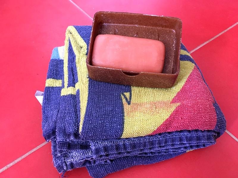 Baumwollfrotteehandtuchs mit Seife