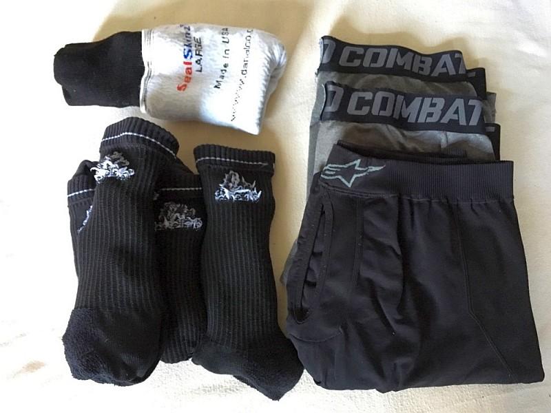 Unterhosen und Socken Jan